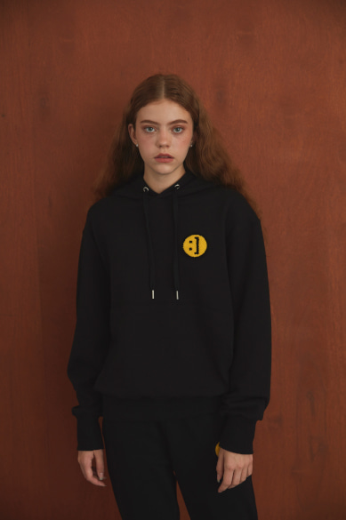 SM:]E PATCH HOODY BLACK