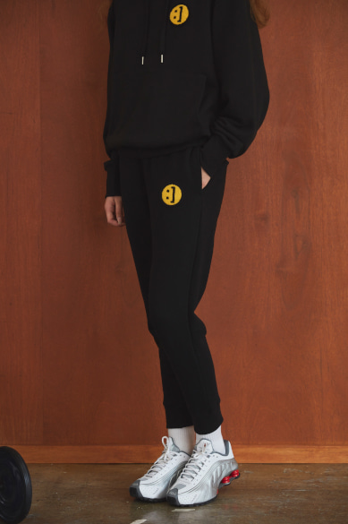 SM:]E PATCH SWEATPANTS BLACK