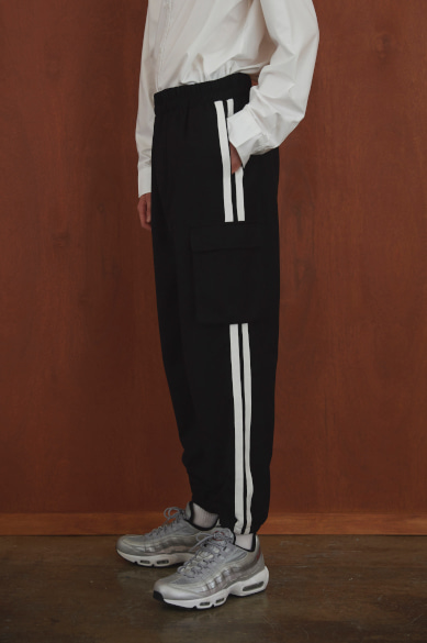 SIDE TAPE CARGO JOGGER PANTS BLACK