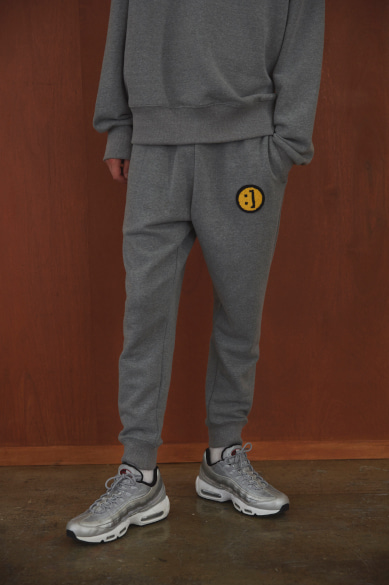 SM:]E PATCH SWEATPANTS GRAY MELANGE