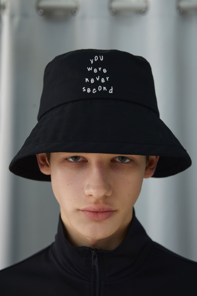 NEVER SECOND BUCKETHAT BLACK